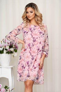 Világos rózsaszínű elegáns rövid virágmintás ruha muszlinból hosszú ujjakkal és béléssel