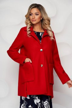 Piros elegáns kabát finom tapintásu anyagból gomb kiegészítőkkel