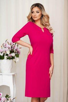 Pink irodai egyenes rövid ruha fémes kiegészítővel