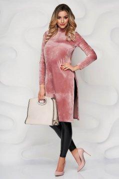 Púder rózsaszínű szűk szabású oldalt felsliccelt StarShinerS női blúz bársonyból rugalmas anyagból