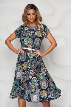 Zöld virágmintás harang ruha enyhén rugalmas anyagból öv típusú kiegészítővel