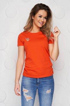 Narancssárga StarShinerS pamutból készült bő szabású póló virágos hímzéssel