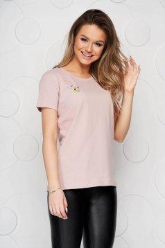 Púder rózsaszínű pamutból készült bő szabású StarShinerS póló virágos hímzés