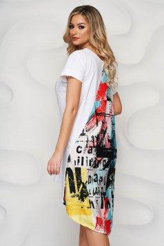 Fehér bő szabású ruha grafikai díszítéssel szatén anyag berakások