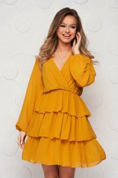 Mustársárga fodros ruha muszlinból harang alakú gumirozott derékrésszel