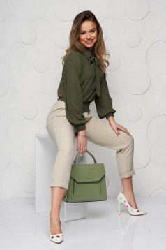 Khaki zöld gumírozott derekú női blúz muszlinból kendő jellegű gallérral