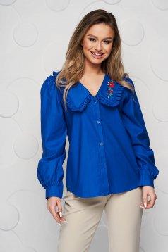 Bő szabású pamutból készült kék hímzett női ing fodros gallérral