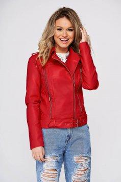Szűkített piros dzseki műbőrből cipzárral ellátva