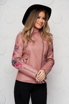 Magas nyakú szűkített pink dzseki műbőrből hímzett betétekkel