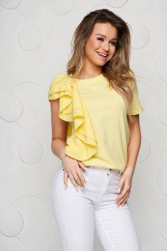 Bő szabású fodros sárga rövid női blúz anyagberakásokkal és selyem muszlinból
