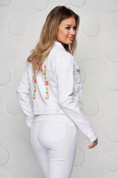 Hímzett rövid fehér szűkített dzseki farmer anyagból