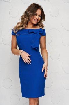 Kék alkalmi rövid ejtett vállú ruha masni díszítéssel