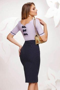 Lila irodai szűk szabású női ing rugalmas pamut v-dekoltázzsal masnikkal van ellátva
