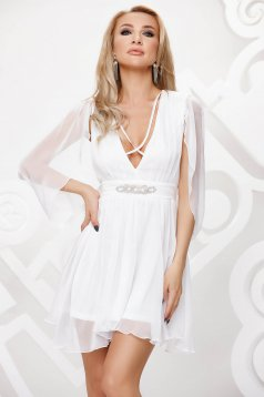 Fehér alkalmi harang ruha muszlinból, lenge áttetsző anyagból strasszos kiegészítővel ellátottva