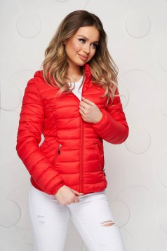 Piros elöl zsebes szűkített füss anyagból készült dzseki