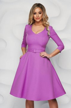 Világos lila StarShinerS irodai ruha enyhén rugalmas anyagból harang típusú öv kiegészítővel