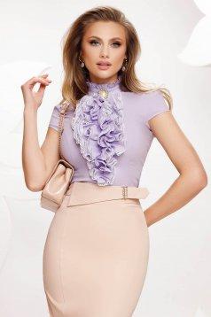 Lila fodros női ing rövid ujjakkal