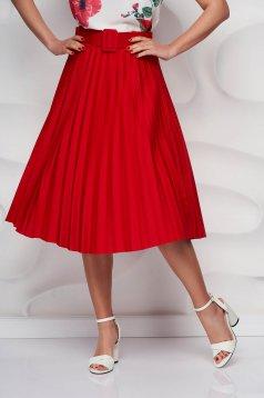 Piros rakott, pliszírozott harang szoknya öv típusú kiegészítővel enyhén rugalmas anyagból