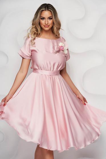 Púder rózsaszínű StarShinerS ruha elegáns harang alakú gumirozott derékrésszel virágos hímzés midi