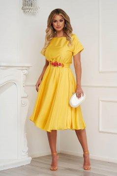 Sárga StarShinerS ruha aszimetrikus virágos hímzés alkalmi szatén anyagból