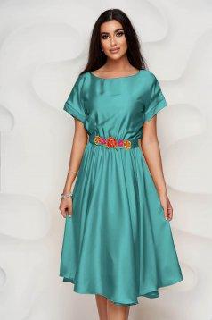 Zöld StarShinerS ruha aszimetrikus virágos hímzés alkalmi szatén anyagból