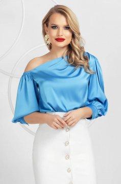 Kék elegáns egy vállas női blúz szaténból készült bő ujakkal