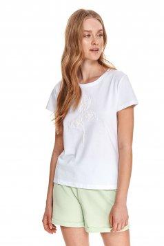 Fehér póló pamutból készült bő szabású kerekített dekoltázssal grafikai díszítéssel