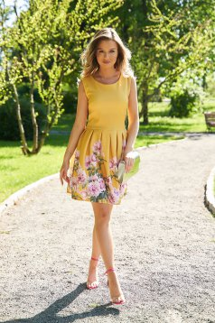 Sárga virágmintás rövid harang ruha enyhén rugalmas anyagból