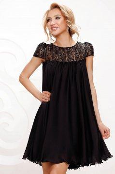 Alkalmi bő szabású fekete muszlin ruha csipke díszítéssel strassz köves díszítés