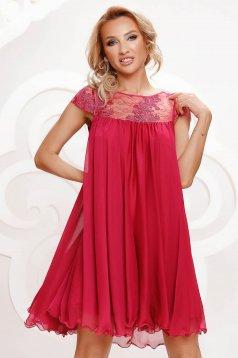 Alkalmi bő szabású fukszia muszlin ruha csipke díszítéssel strassz köves díszítés
