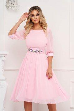 Világos rózsaszínű StarShinerS alkalmi midi harang ruha háromnegyedes ujjakkal kerekített dekoltázssal vékony anyagból eltávolítható övvel