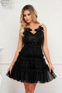Fekete ruha a-vonalú alkalmi flitteres díszítéssel virágos hímzés