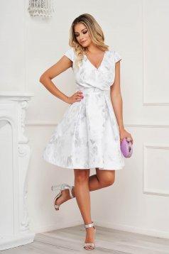 Fehér ruha virágmintás harang v-dekoltázzsal rakott, pliszírozott
