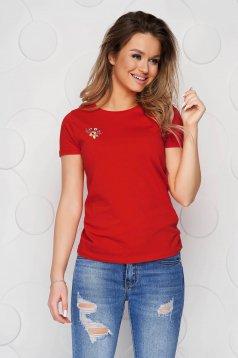Piros StarShinerS pamutból készült bő szabású póló virágos hímzés