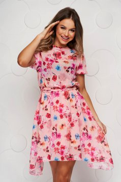 Pink virágmintás aszimetrikus ruha harang alakú gumirozott derékrésszel övvel ellátva