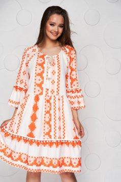 Narancssárga midi bő szabású ruha bővülő ujjakkal vékony anyagból