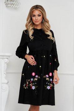 Pamutból készült bő ujjú midi fekete ruha virágos hímzés