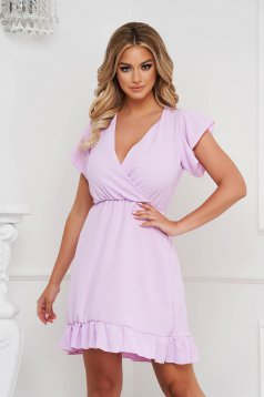 Fodros gyűrött anyagú rövid lila ruha harang alakú gumirozott derékrésszel