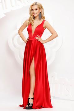 Piros alkalmi hosszú harang ruha szaténból mély dekoltázzsal