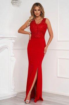 Piros ruha hosszú ceruza csipke díszítéssel enyhén rugalmas anyagból