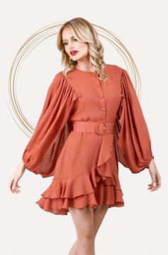 Téglaszínű bő ujjú elegáns rövid ruha harang alakú gumirozott derékrésszel vékony anyagból