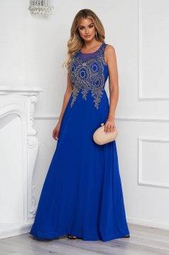 Kék alkalmi hosszú harang ruha tüllből elől hímzett strassz köves díszítéssel