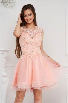 Világos rózsaszínű rövid harang ruha tüllből flitteres díszítéssel
