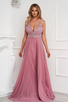 Púder rózsaszínű mellrésznél szivacsos hosszú muszlin alkalmi ruha teljesen kivágott hátrésszel