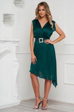 Sötétzöld elegáns aszimetrikus harang ruha muszlinból szatén jellegű övvel ellátva