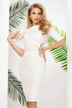 Fehér alkalmi rövid ruha csillogó díszítésekel ceruza enyhén rugalmas anyagból