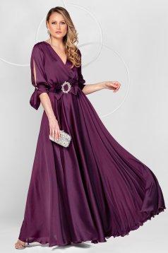 Hosszú sötétlila alkalmi muszlin ruha harang alakú gumirozott derékrésszel kivágott ujjrésszel