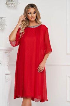 Piros ruha bő szabású midi strasszos kiegészítővel ellátott bő ujjú gyűrött anyag