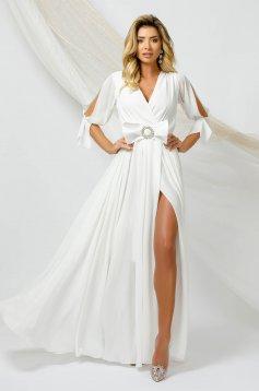 Hosszú fehér alkalmi muszlin ruha harang alakú gumirozott derékrésszel kivágott ujjrésszel