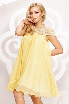 Alkalmi bő szabású rövid muszlin ruha csipke díszítéssel